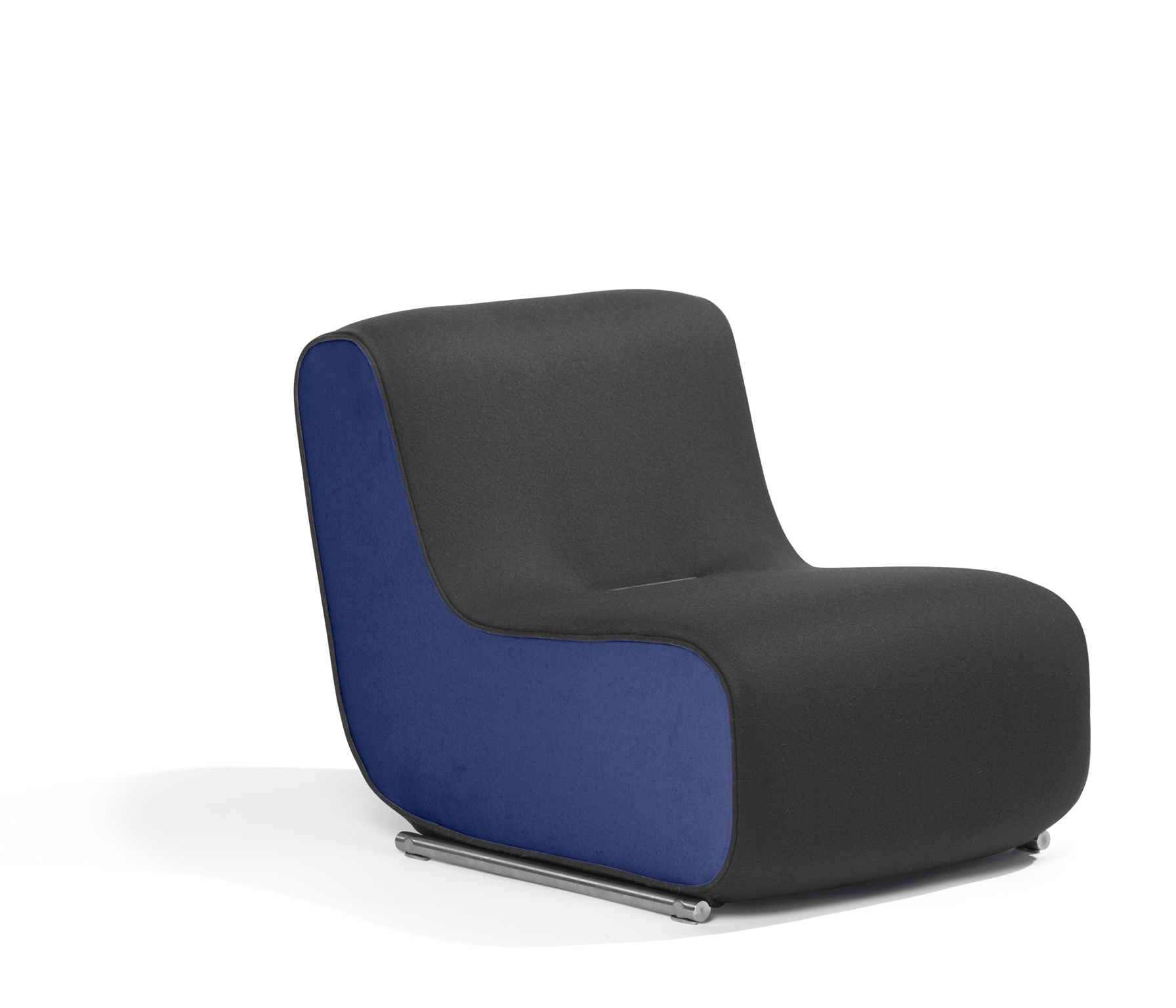 Hertel U0026 Klarhoefer Has Designed The Easy Chair/section Sofa Ally. You Can  Connect And Disconnect Ally Modules Easily Yourself, Thanks To The Fixed  Magnetic ...